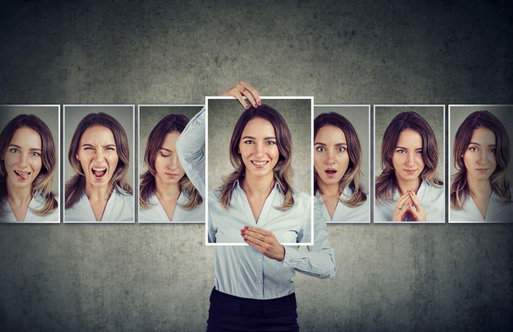顧客の理解はセリフの理解!元声優のウェブ解析士が考える、コミュニケーションデザインのキモ。のアイキャッチ画像
