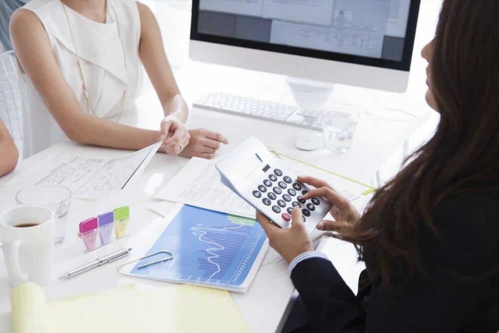 ウェブ解析士に依頼する費用の目安のアイキャッチ画像